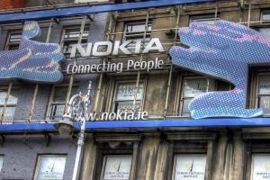 Nokia sprzeda dział telefonów komórkowych Microsoftowi