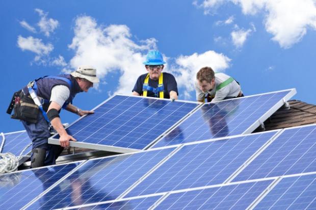 UE wprowadza cła karne na panele słoneczne z Chin