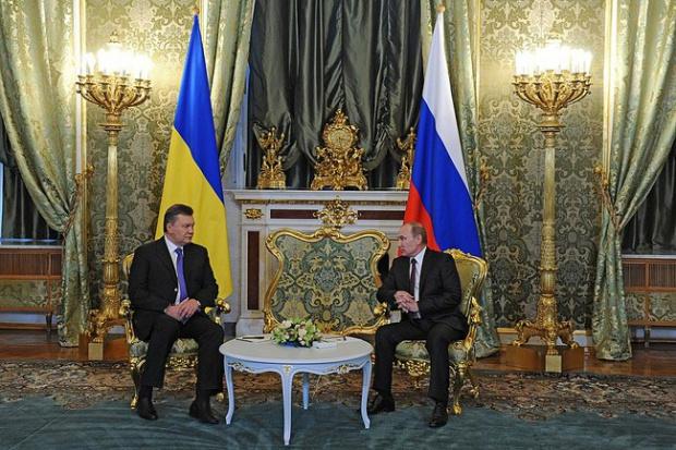 Rosja obniża Ukrainie ceny gazu i kupuje obligacje za 15 mld dol.