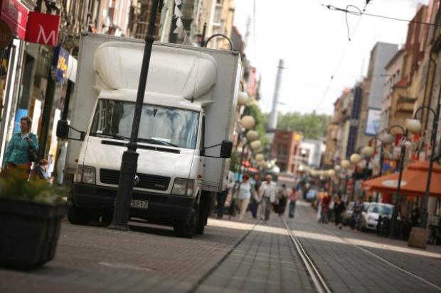 Mniejsze emisje CO2 z samochodów dostawczych do 2020 r.