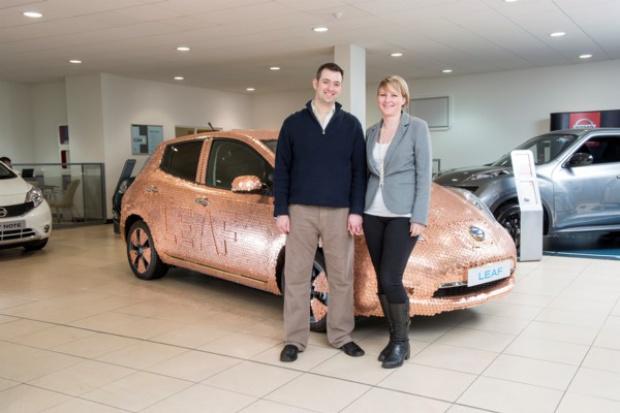 """Nissan LEAF """"w monetach"""" z okazji 100-tysięcznego egzemplarza"""