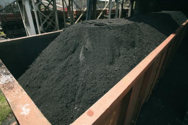 Dobry biznes, czyli handel węglem z importu