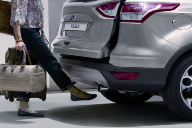 """""""Kopany"""" bagażnik Forda Kuga: prawie jak przebój"""