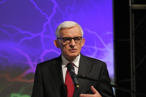 Prof. Buzek: wspólny rynek energii może być tarczą