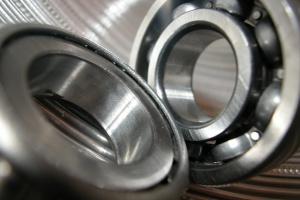 KE: ponad 950 mln euro kary dla producentów łożysk do samochodów