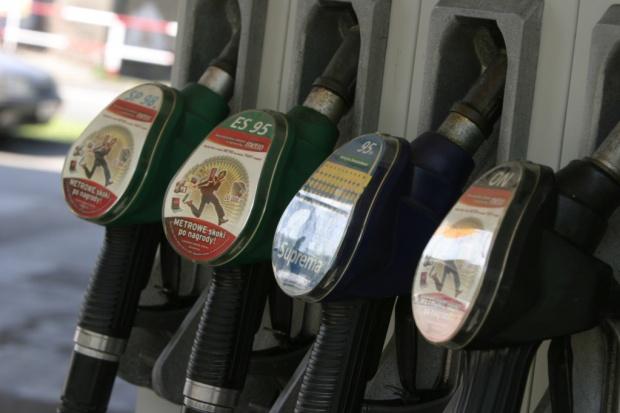 Nadal spada marża na benzynę