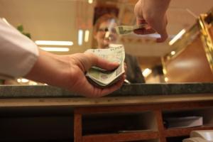 KNF każe inwestorowi sprzedać akcje FM Banku