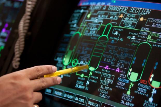 Jak dekoniunktura gospodarcza wpływa na rynek IT z zakresu zarządzania produkcją?