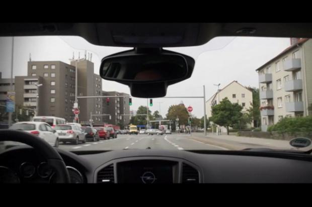 Opel i UR:BAN - dla bezpiecznej i efektywnej miejskiej jazdy