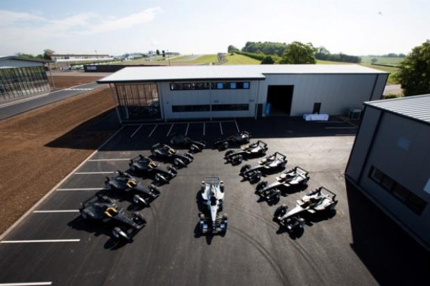 Pierwsze elektryczne bolidy Formuły E trafiły do wyścigowych stajni