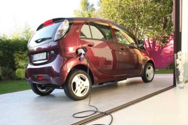 PSA zdecyduje o przyszłości e-samochodowej współpracy z Mitsubishi