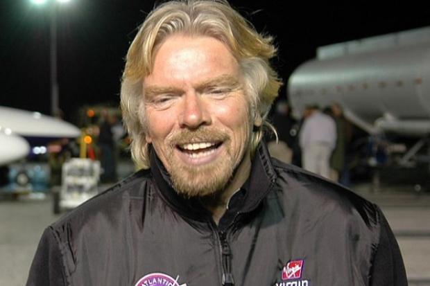 Miliarder Richard Branson rusza z komercyjnymi lotami w kosmos