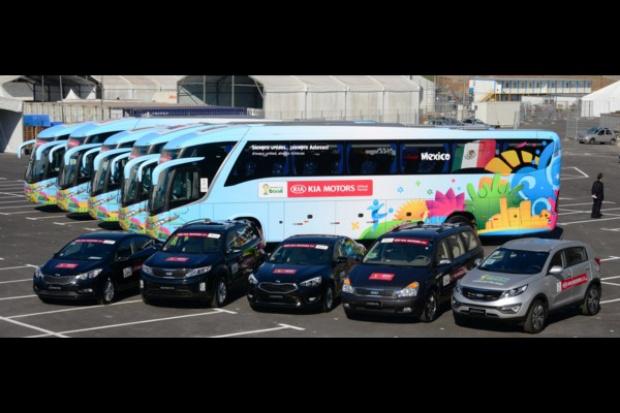 """Kia Motors przekazuje """"mundialowe"""" samochody"""