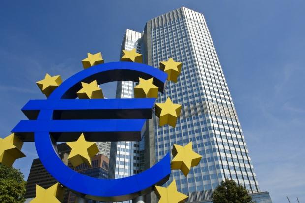 Historyczne decyzje EBC: ujemna stopa proc. i program wart 400 mld euro