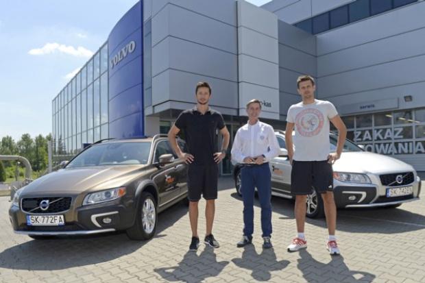 Gwiazdy polskiej siatkówki odbierają swoje Volvo