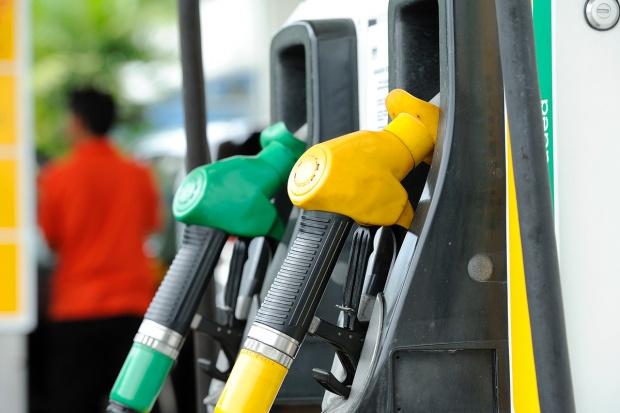 Mniej stacji paliw, więcej zysku