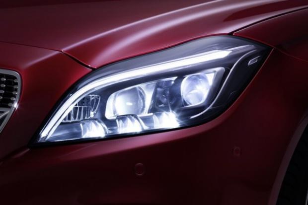 Oświetleniowa wędrówka Mercedesa