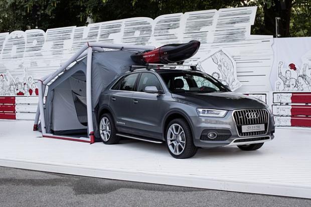 Audi Q3 z kampingowym namiotem