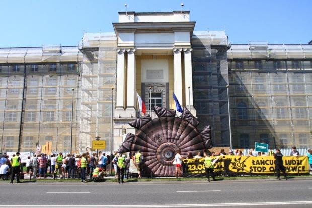 Przed Kancelarią Premiera protest przeciwko odkrywkom węgla brunatnego
