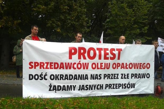 Sprzedawcy olejów opałowych zaostrzają protest