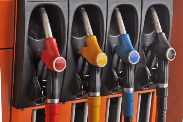 Na stacjach paliw symbolicznie taniej