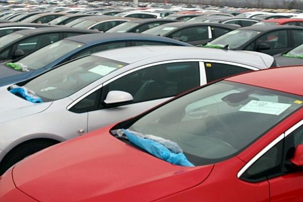 Sprzedaż aut wyższa niż rok temu