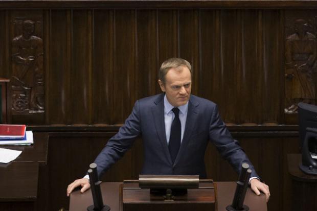 Tusk w Sejmie: wyższe emerytury i renty oraz ulgi dla wielodzietnych rodzin