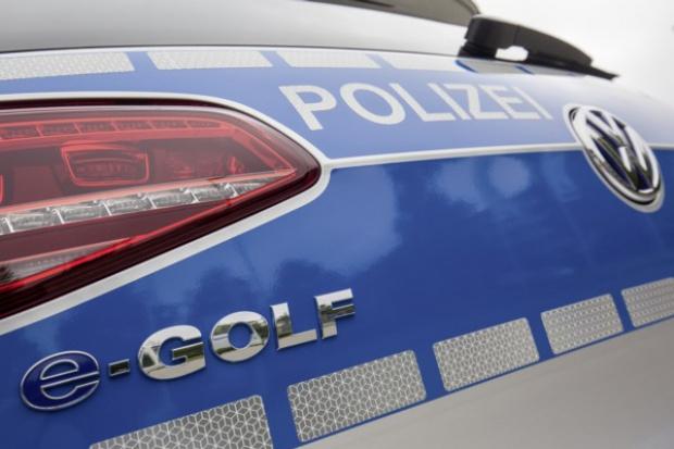 VW e-Golf w policyjnym anturażu