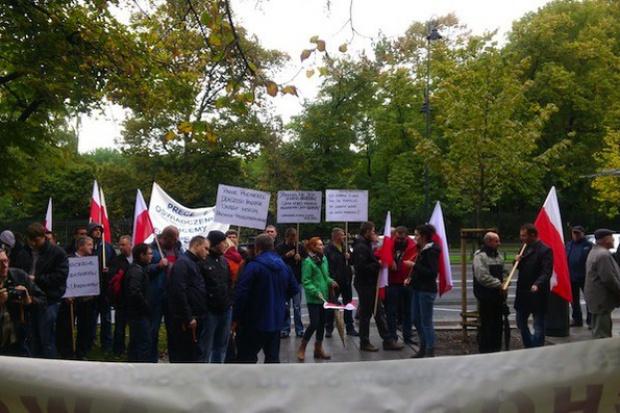Protest dystrybutorów LOO przed Sejmem