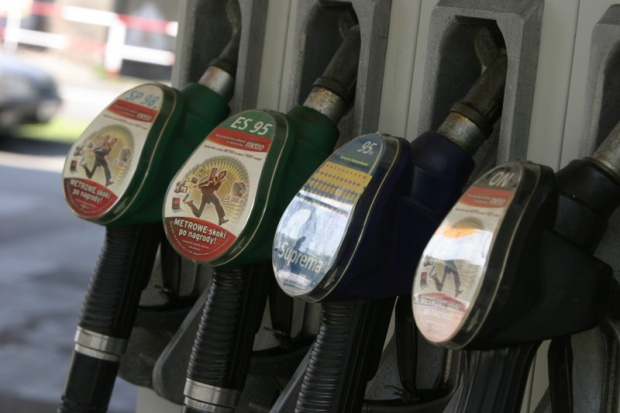 Jesień ciągle ze spadkiem cen paliw