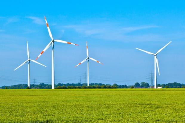 Trzech wykonawców chce budować wiatraki dla PGE