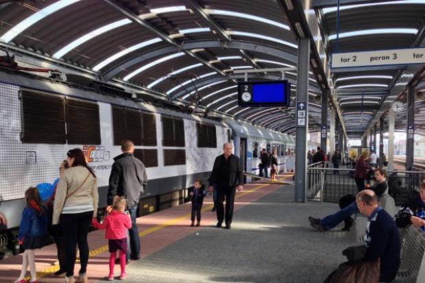 Czwarty miesiąc ucieczki pasażerów z pociągów dalekobieżnych