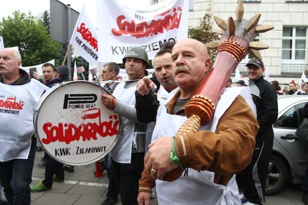 Demonstracja górników przed Sejmem w czasie expose Kopacz