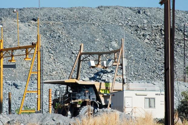 Własnościowe przepychanki między górniczymi gigantami