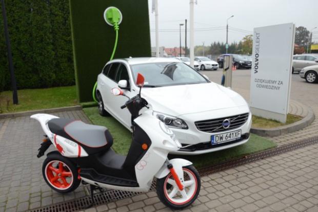 Hybrydowe Volvo dla wytwórcy elektrycznych skuterów