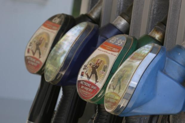 Na stacjach paliwa coraz mniej istotne