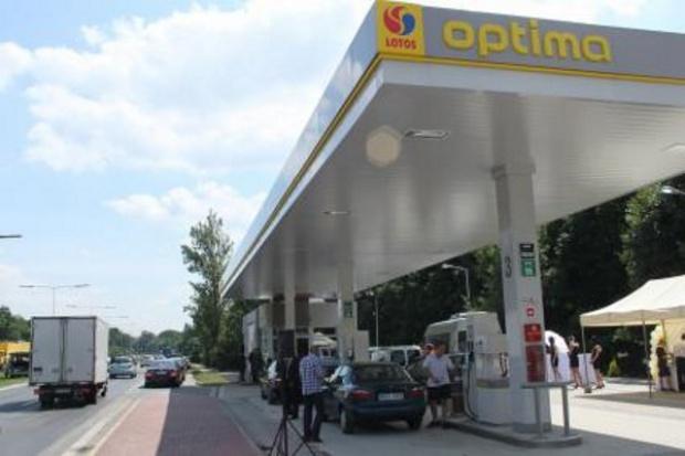Stacje paliw: Optima w górę, Bliska w dół
