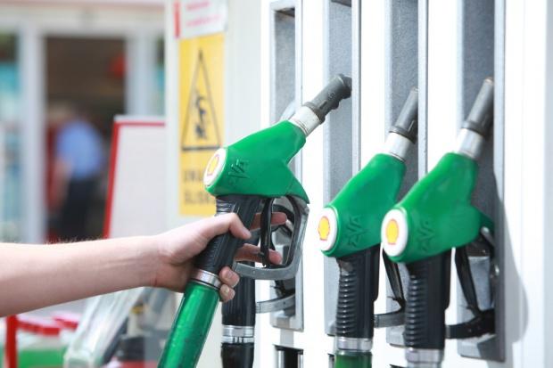 Na stacjach paliw pożegnamy pięć złotych?