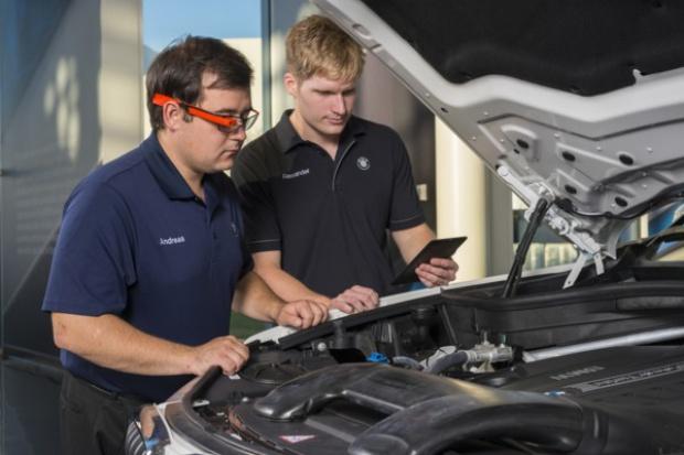 Okularowa inspekcja jakości w fabryce BMW