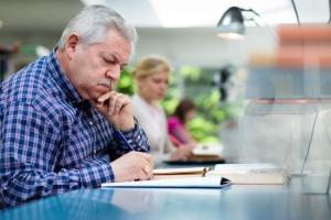 BCC: rynek pracy potrzebuje zdrowych seniorów
