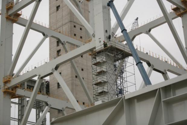 """Branża konstrukcji stalowych """"wąsko"""" i """"szeroko"""" rozumiana - współpraca w dziele wmontowania konstrukcji w gotowy obiekt"""
