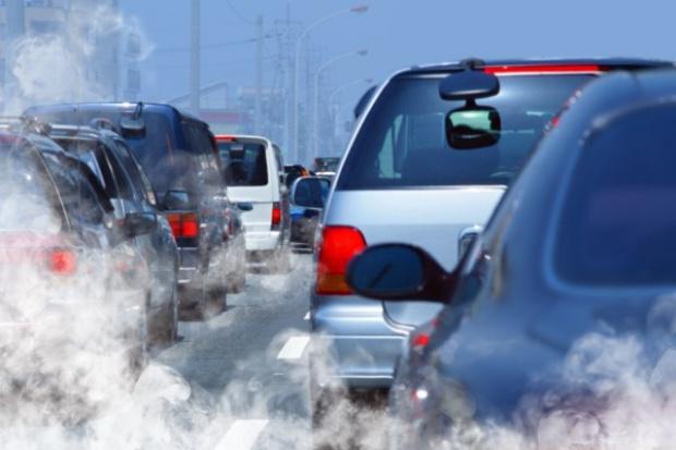 Benzyna tanieje średnio o 10 groszy, diesel nieznacznie mniej