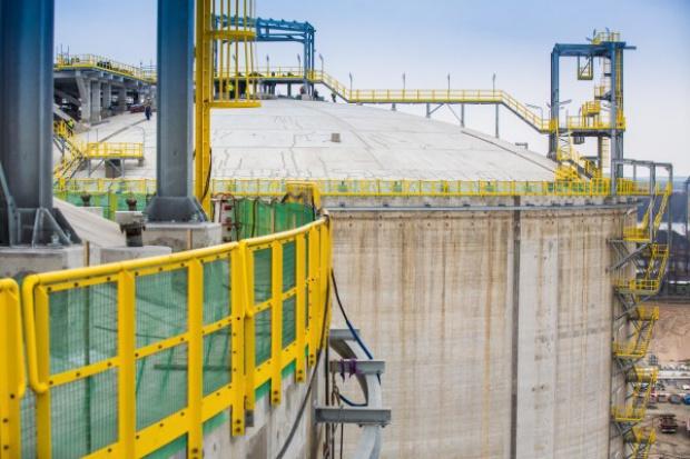 Zbiorniki terminala LNG przeszły tzw. próby pneumatyczne