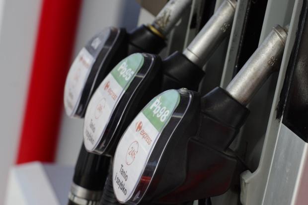 Święta na stacjach paliw najtańsze od czterech lat
