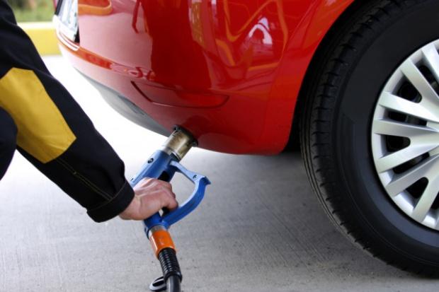 Ceny paliw: końcówka roku nadal spadkowa