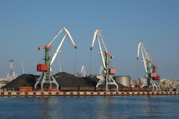 Otwarty rzeczny port-gigant w Chinach