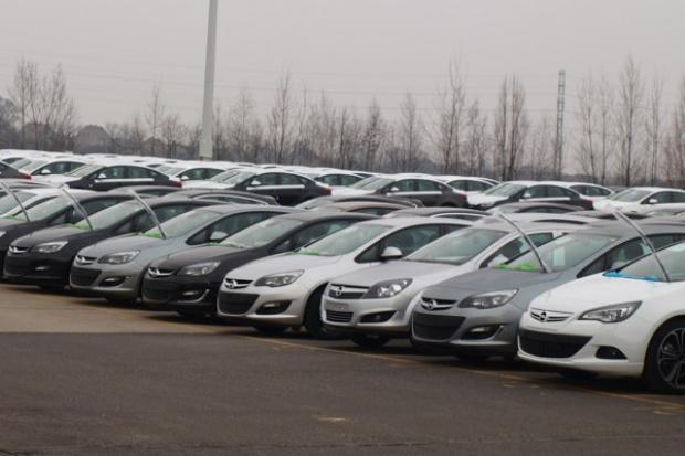 Nowych aut rejestrujemy więcej ale...