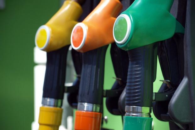 Benzyna coraz bliżej 4 złotych