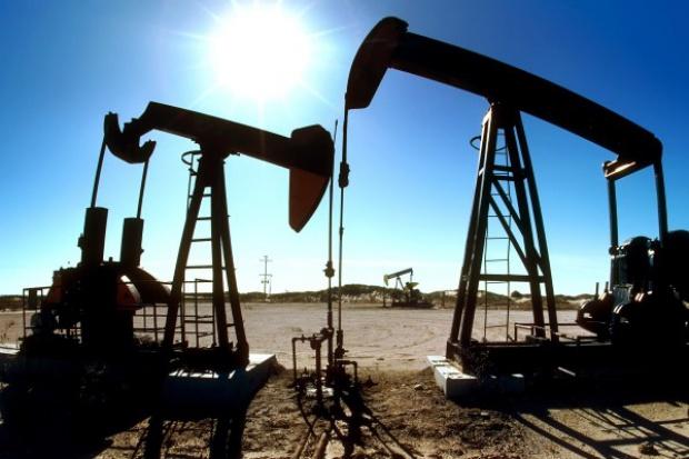 Cena ropy poniżej 46 dol. Panika wśród traderów
