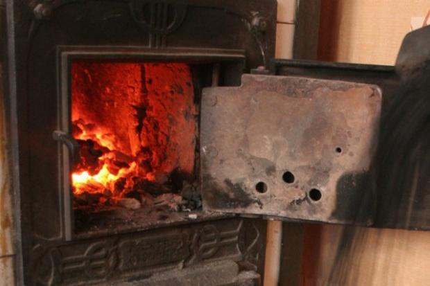 System poprawy efektywności energetycznej i ekologicznej spalania paliw stałych